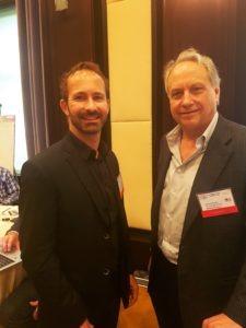 David Doucet, directeur des ventes HumaRobotics avec Rodney Brooks, fondateur de Rethink Robotics.
