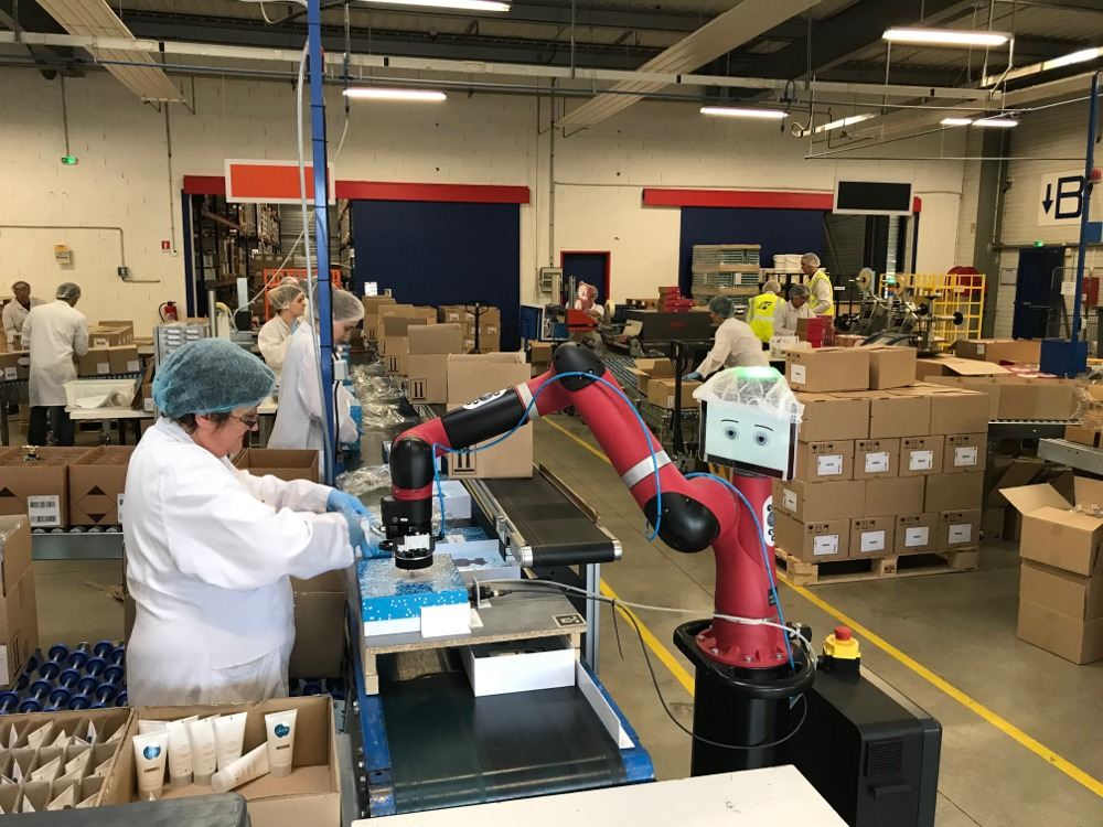 robot collaboratif Sawyer, GT Logistics et logistique cosmétique